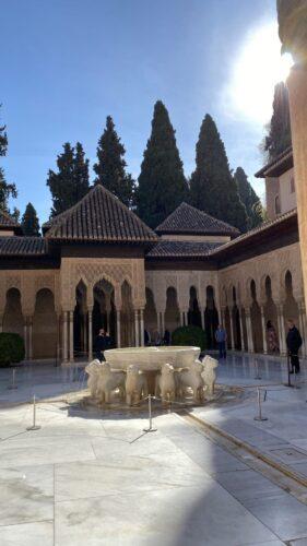 Patio Leones Imprescindibles Granada 2 Días